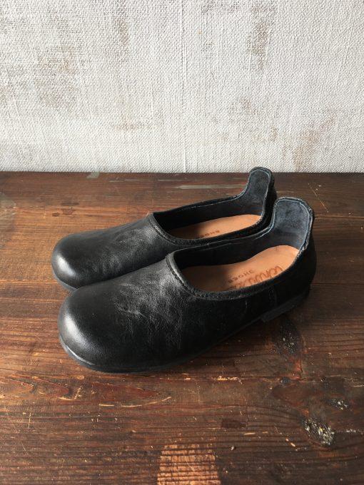 黒い靴べらシューズ