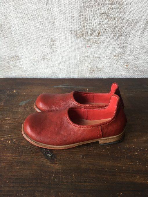 真っ赤な靴べらシューズ